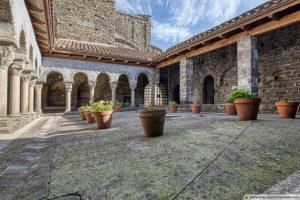 Sant Pere de Casserres Monastery, Cloister (Catalonia)
